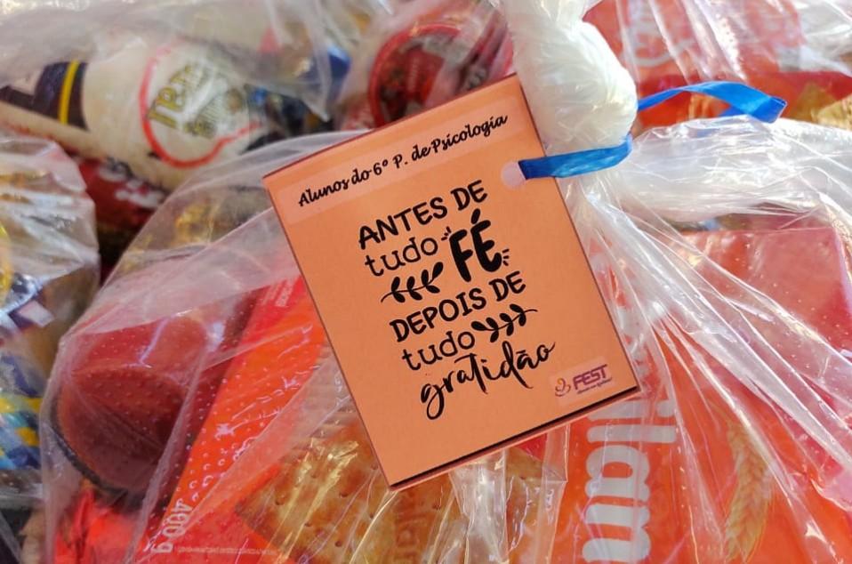 Acadêmicos realizam entrega de cestas à comunidades carentes
