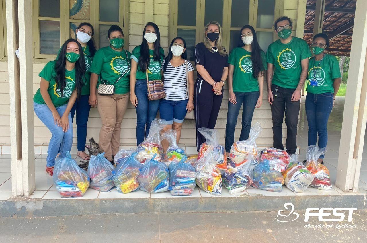 Acadêmicos realizam entrega de cestas à associações filantrópicas